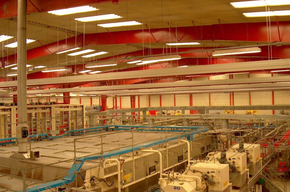 Impianto di riscaldamento con nastri radianti girad installati nello stabilimento coca cola a Madrid
