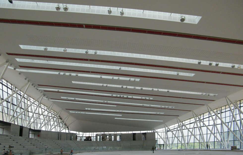 Interno dello stadio spagnolo Sabadell con impianto di riscaldamento a soffitto Fraccaro