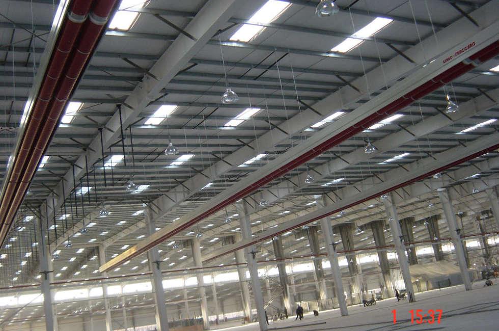 Riscaldamento industriale installato nel capannone per la produzione
