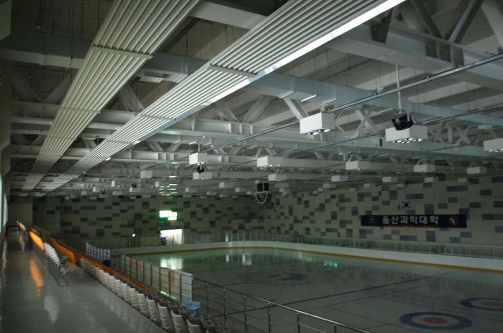 Termostrisce radianti ad acqua per riscaldare pista di hockey in Corea